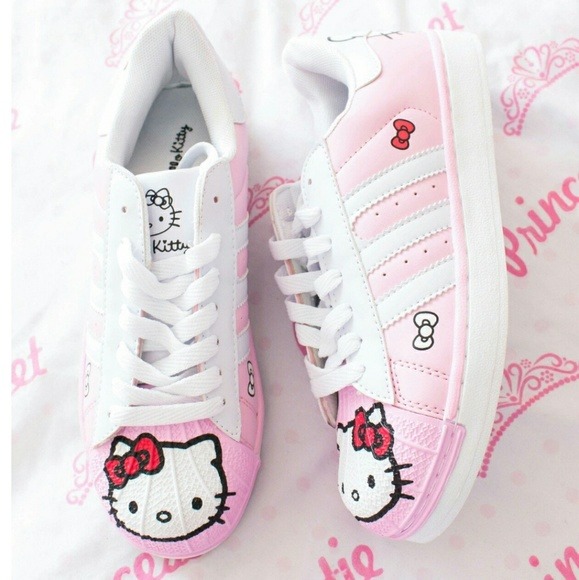 36525d358 Hello Kitty sneakers. M_5a625e998df470ceabd77be2